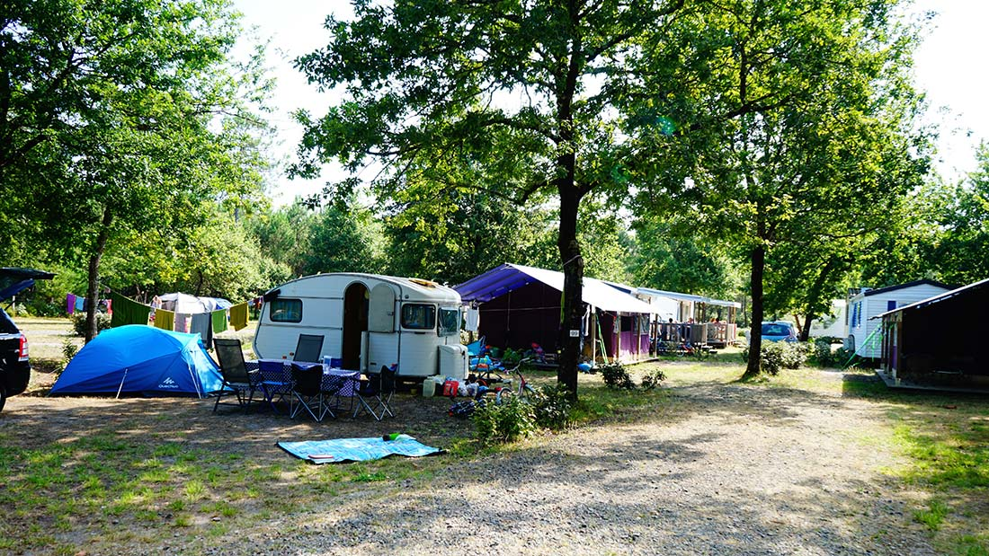 allee emplacements camping le médoc Bleu Carcans Gironde