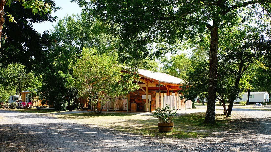 sanitaires extérieur camping le médoc Bleu Carcans Gironde