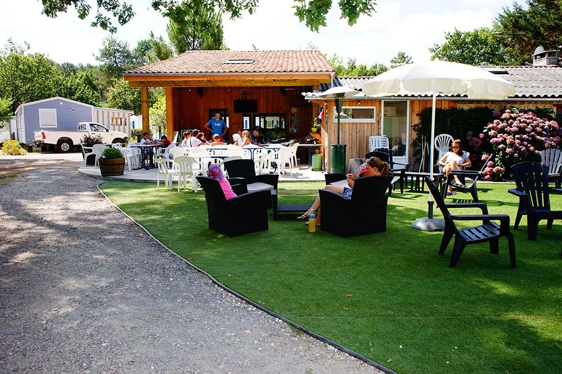 terrasse bar camping Le Médoc Bleu