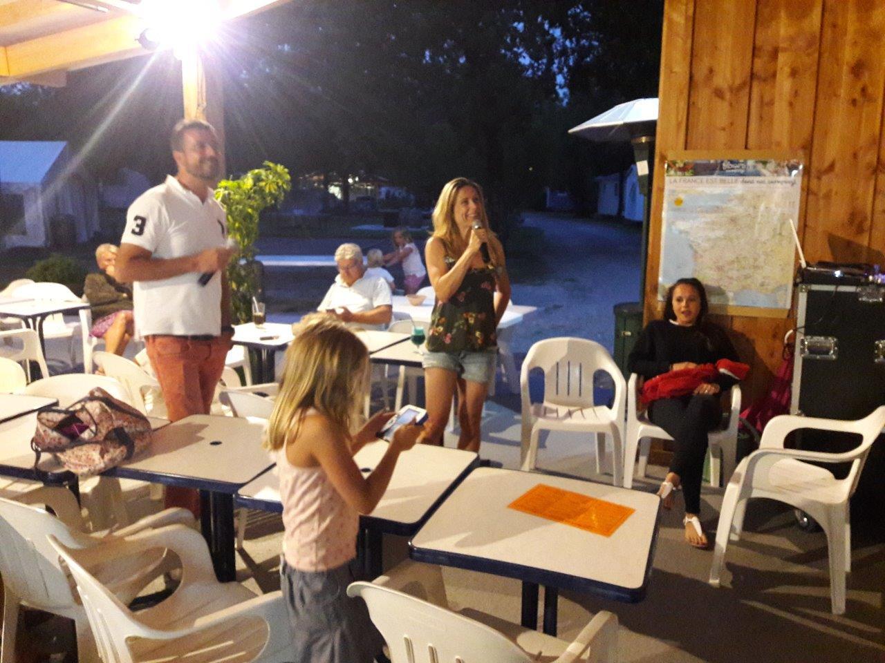 soirée au camping familial